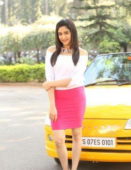 Adah Sharma Glamorous Photos from Garam Movie Shooting Spot