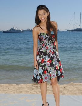 Aishwarya Rai in Floral Frock at Cannes Photocall in Paris on May 2006