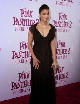 Bollywood Beauty Aishwarya Rai at Pink Panther 2 Premiere