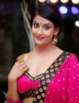 Telugu Heroine Akanksha Latest Glamorous Photoshoot Stills