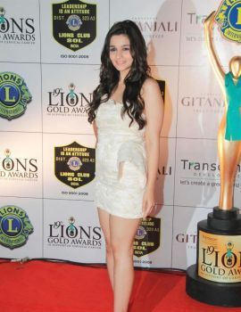 Alia Bhatt at 19th Lions Gold Awards at Bhaidas Hall in Vile Parle, Mumbai