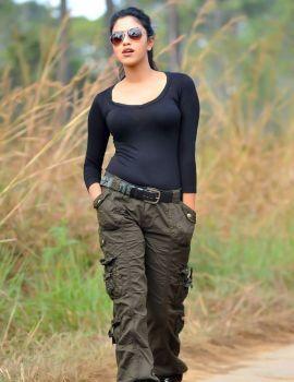 Actress Amala Paul Stills from Iddarammayilatho Telugu Movie