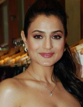 Ameesha Patel at Nishka Lulla's fashion Preview