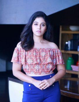 Actress Anjali Stills From Vakeel Saab Movie Interview