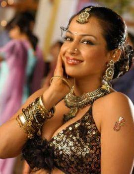 Actress Asha Saini (Flora) Stills From Movie Kanagavel Kakka