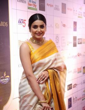 Avantika Mishra in Saree at Dadasaheb Phalke Awards South 2019 Red Carpet
