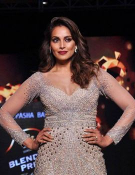 Bipasha Basu at Blenders Pride Fashion Tour 2016