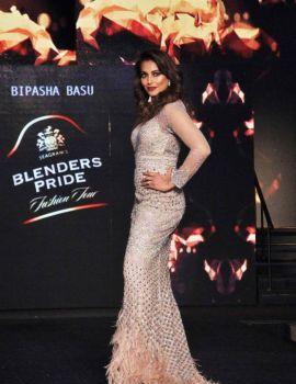 Bipasha Basu at Blenders Pride Fashion Tour 2016