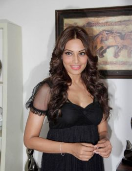 Bollywood Actress Bipasha Basu Latest Stills in Black Dress