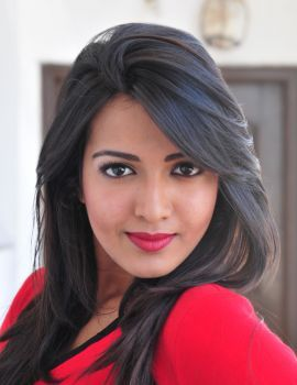 Catherine Tresa Glamour Look in Iddarammayilatho Movie