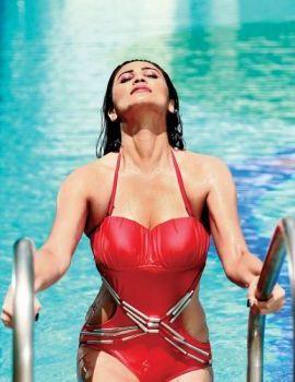 Daisy Shah Hot & Bold Bikini Scene In Hate Story 3
