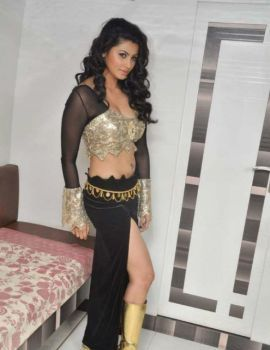 Daisy Shah Item Song from Movie Bloody Ishq