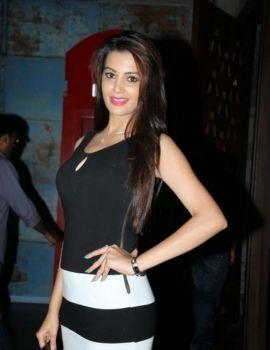 Telugu Actress Deeksha Panth Latest Pics