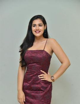Telugu Actress Divi Prasanna at Hawaa Movie Trailer Launch