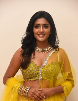 Eesha Rebba in Ethnic Look at VB Entertainments Vendithera Awards 2019