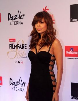 Esha Gupta at Filmfare Glamour and Style Awards 2017