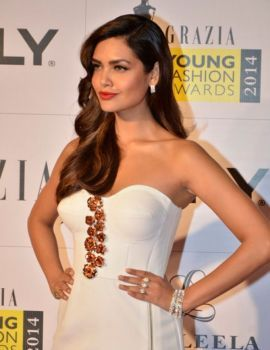 Esha Gupta at the Red Carpet of Grazia Young Fashion Awards 2014, Mumbai