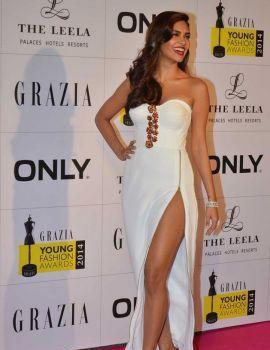Esha Gupta at the Red Carpet of Grazia Young Fashion Awards 2014, Mumbai