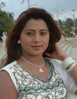 Telugu Actress Farah Khan Stills in Istapadithe Telugu Movie