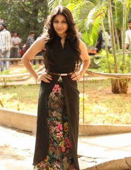 Hamida Photo Shoot Stills in Black Sleeveless Dress