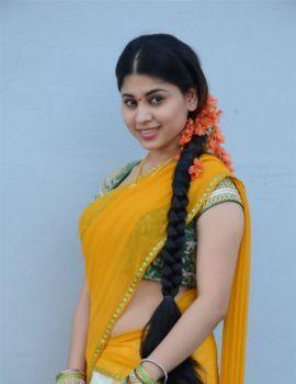 Telugu Actress Hamida Stills at Kathi Lanti Kurradu Movie Launch