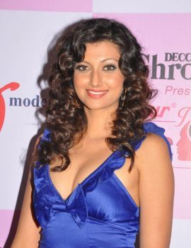 Hamsa Nandini Pics in Dabur Gulabari Miss Rose Glow South 2011 Event