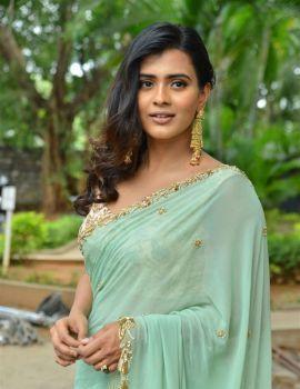 Hebah Patel Saree Stills at 24 Kisses Movie Press Meet
