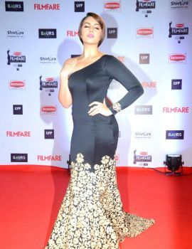 Huma Qureshi in Black Gold Gown at Filmfare Awards