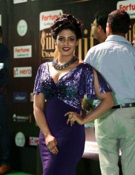 Iniya Photos at IIFA Utsavam Awards 2017