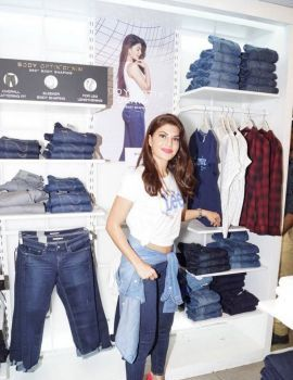 Jacqueline Fernandez at Lee Brand New Collection Launch