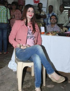 Kainaat Arora Celebrates Rakhi at Cancer Center