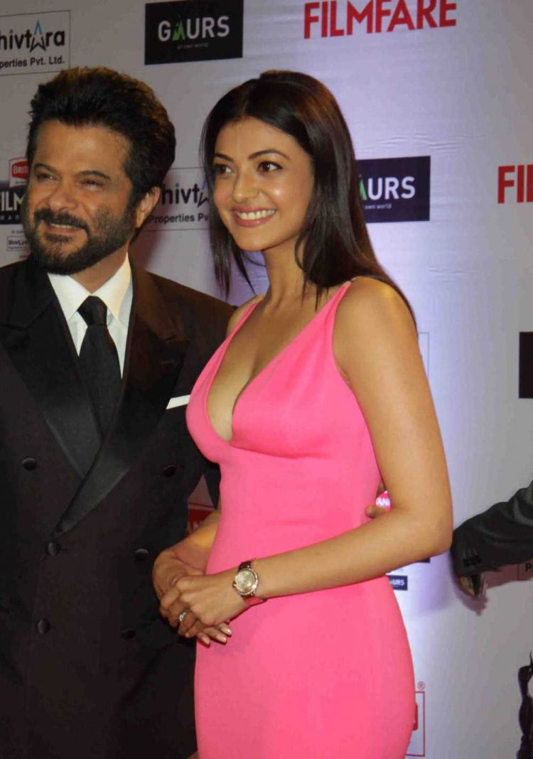 Kajal Aggarwal at Filmfare Awards 2016 Red Carpet Stills