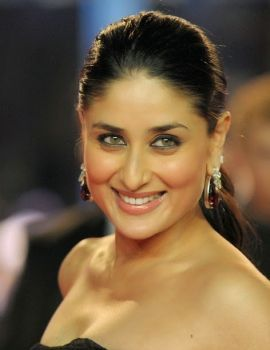 Kareena Kapoor in Black Gown at Ra One Premiere