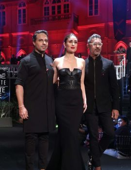 Kareena Kapoor Walk The Ramp at Lakme Fashion Week 2019