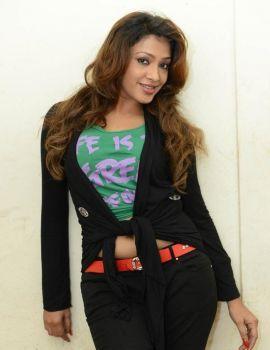Kesha Khambhati Navel Show Photoshoot Stills