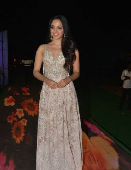 Kiara Advani Stills at Vinaya Vidheya Rama Movie Pre Release