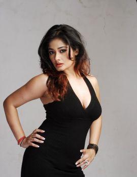 Tamil Actress Kiran Rathod Photoshoot Stills in Black Dress