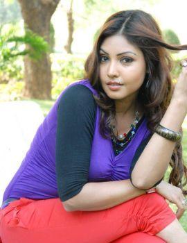 Komal Jha Stills at Eduruleni Alexandar Song Shooting