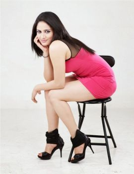 Tamil Actress Komal Sharma Thunder Thigh Show in Pink Skirt