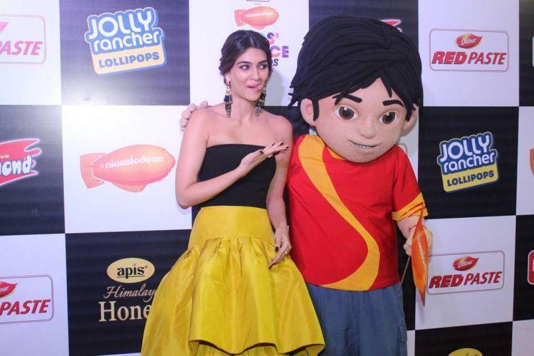Kriti Sanon at 2017 Nickelodeon Kids Choice Awards