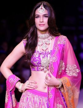 Kriti Sanon at India International Jewellery Week 2015