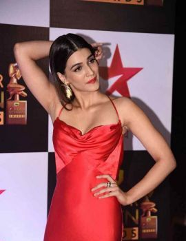 Kriti Sanon at Star Screen Awards 2016