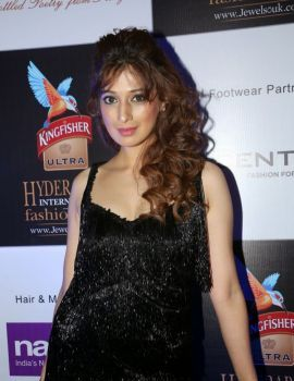 Raai Lakshmi at Kingfisher Hyderabad International Fashion Week 2014