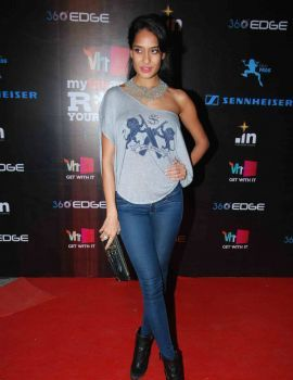 Lisa Haydon at VH1 Rock Your Vote