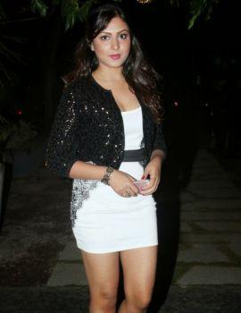 Madhu Shalini Hot Thigh Show Pics