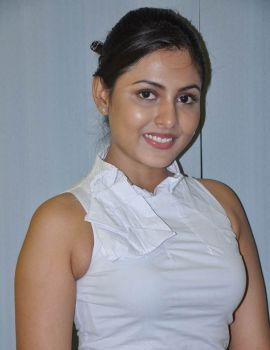 Madhu Shalini made her debut in Kannada film Naagavalli