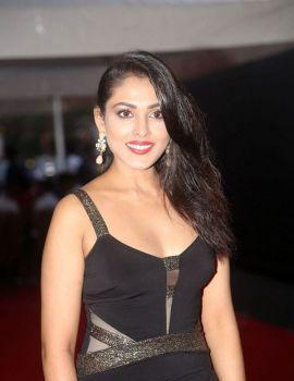 Madhu Shalini Stills at Mirchi Music Awards South 2017 Red Carpet