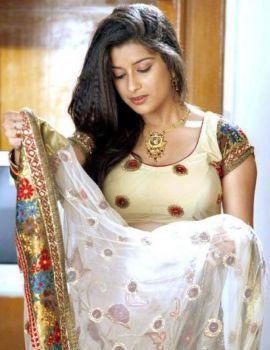 Madhurima Hot Saree Stills
