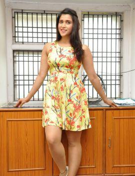 Telugu Glamorous Actress Mannara Chopra Photoshoot Stills