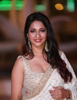 Manvitha Kamath Stills at SIIMA Awards 2018 Red Carpet